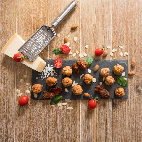 Recept na francúzske chorizo guľky, ktorý nájdete v kalendári fitness maškrty, zdravé pečenie, zdravé recepty.